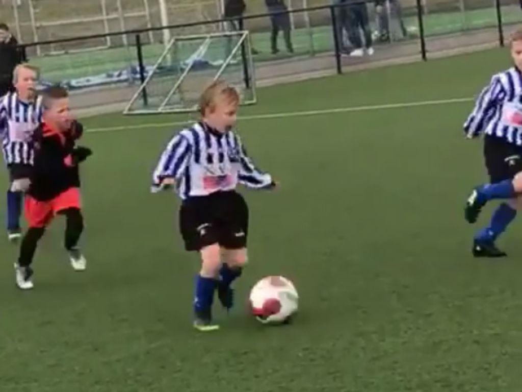 VÍDEO: filho de Dirk Kuyt já mostra talento aos cinco anos