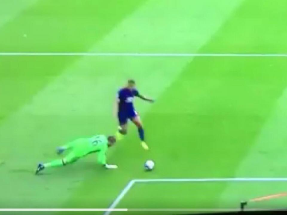 VÍDEO: a fífia monumental de Valdés no Middlesbrough-United