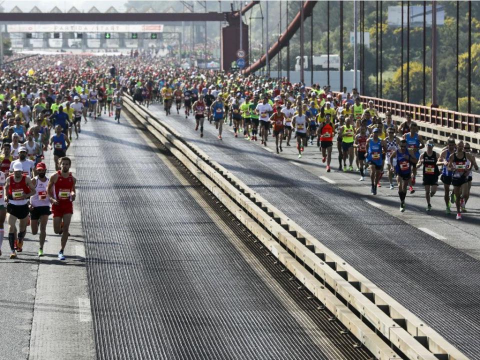 Queniana Joyciline Jepkosgei bate recorde mundial da meia maratona