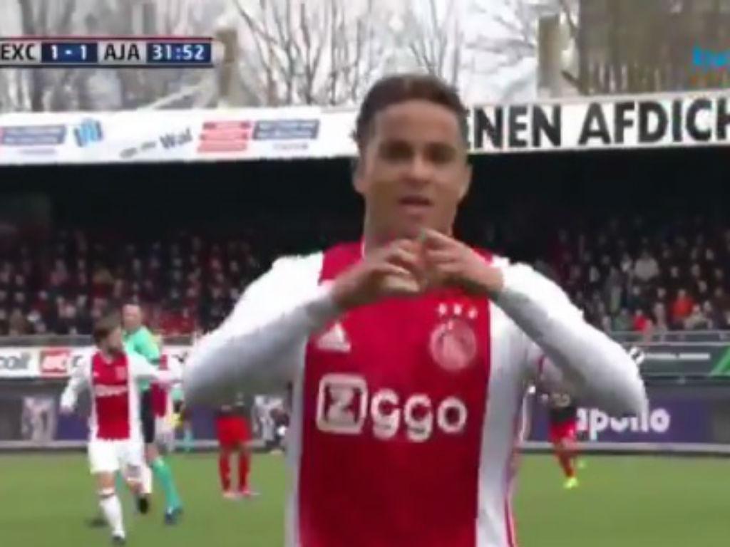 VÍDEO: filho de Kluivert estreia-se a marcar no Ajax