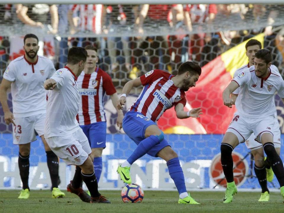 Atlético bate Sevilha com golaço e assistência de Griezmann