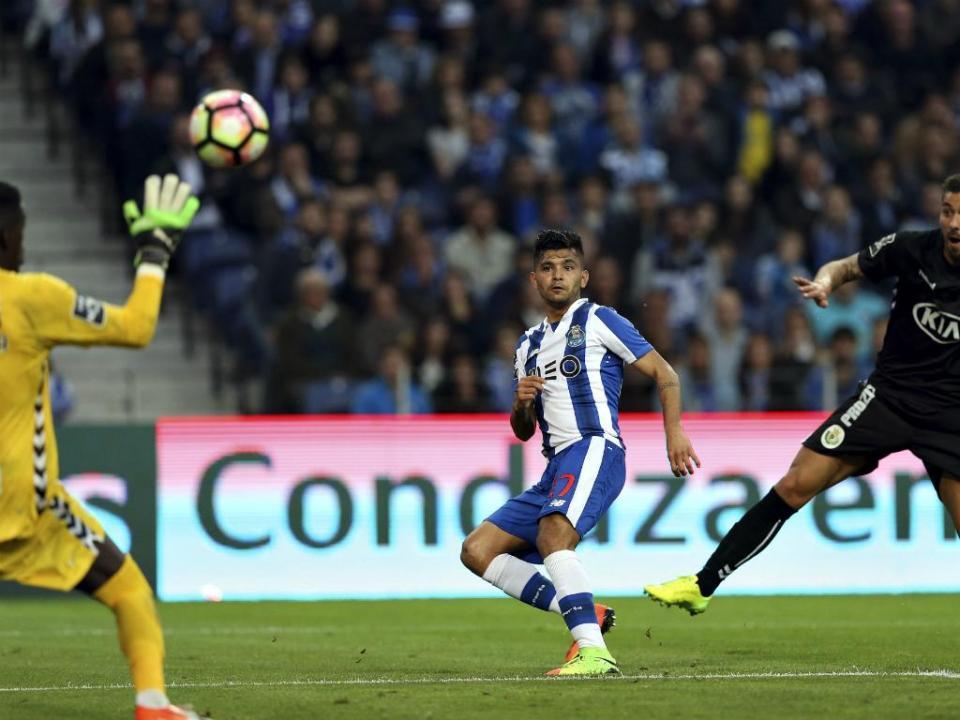 FC Porto: Corona deixa seleção do México por problema familiar