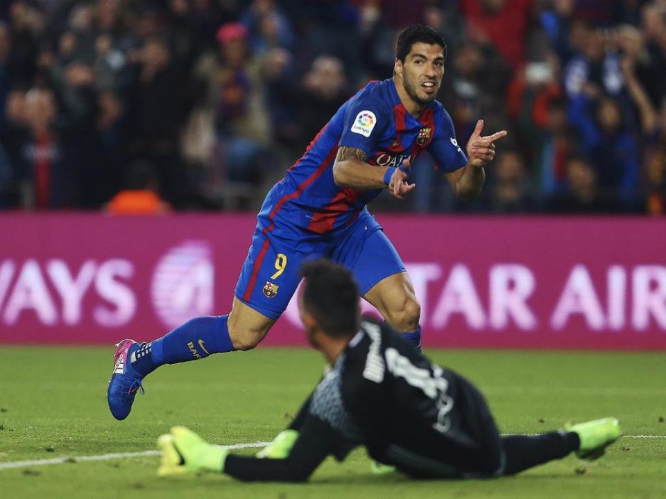 Suárez e Messi viram, e André Gomes fecha vitória do Barça frente ao Valência