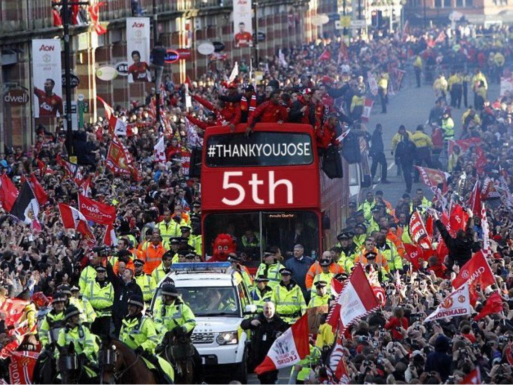 Manchester United chega a quinto e a internet «parte-se a rir»