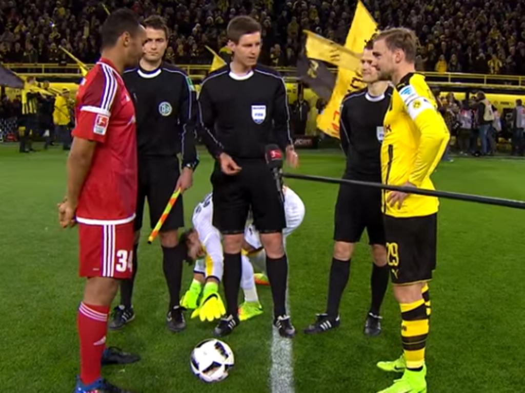 VÍDEO: Burki queria a bola antes do jogo e não teve meias medidas