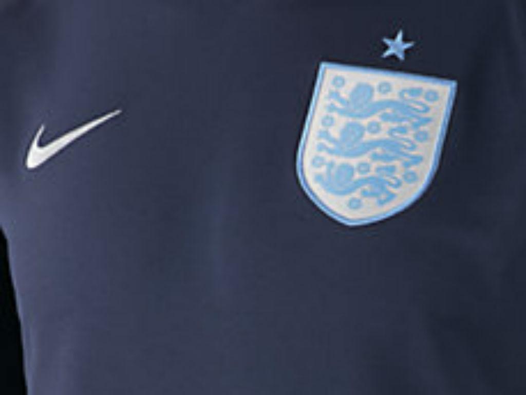 FOTO: Inglaterra muda de camisola e veste-se à «azul meia-noite»