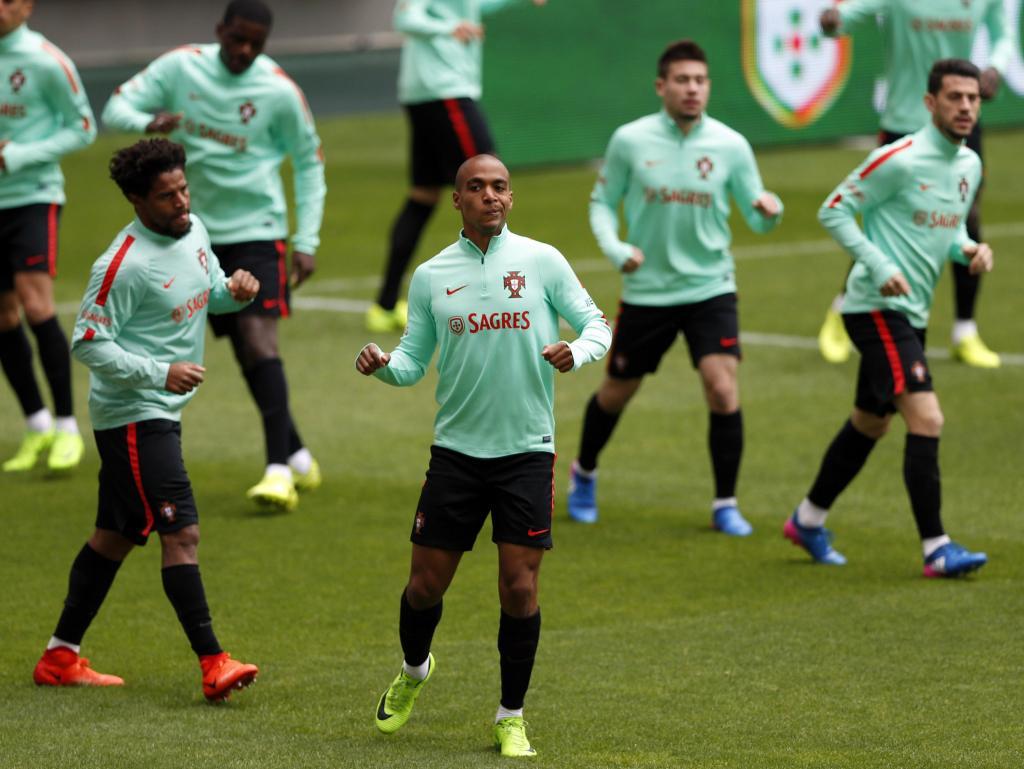 Primeiro treino de Portugal com oito ausências