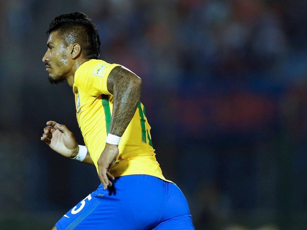 Scolari confirma Paulinho no Barcelona: «Desejamos-lhe o melhor»