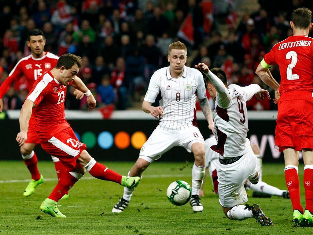 Suíça sofre, mas vence Letônia e mantém 100% nas Eliminatórias da Copa