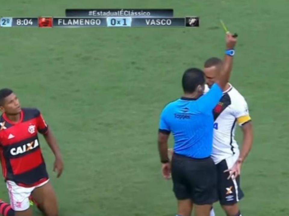 VÍDEO: «peitada» no árbitro valeu castigo pesado a Luís Fabiano