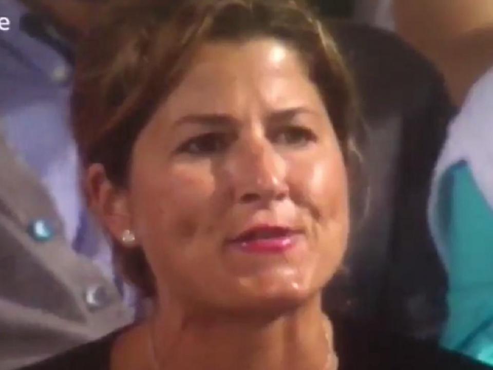 VÍDEO: mulher de Federer assobia Nick Kyrgios em pleno jogo