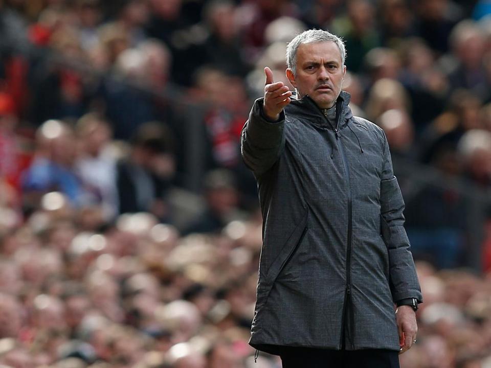 Mourinho admite que 4.º lugar será difícil e pede ajuda ao... Chelsea