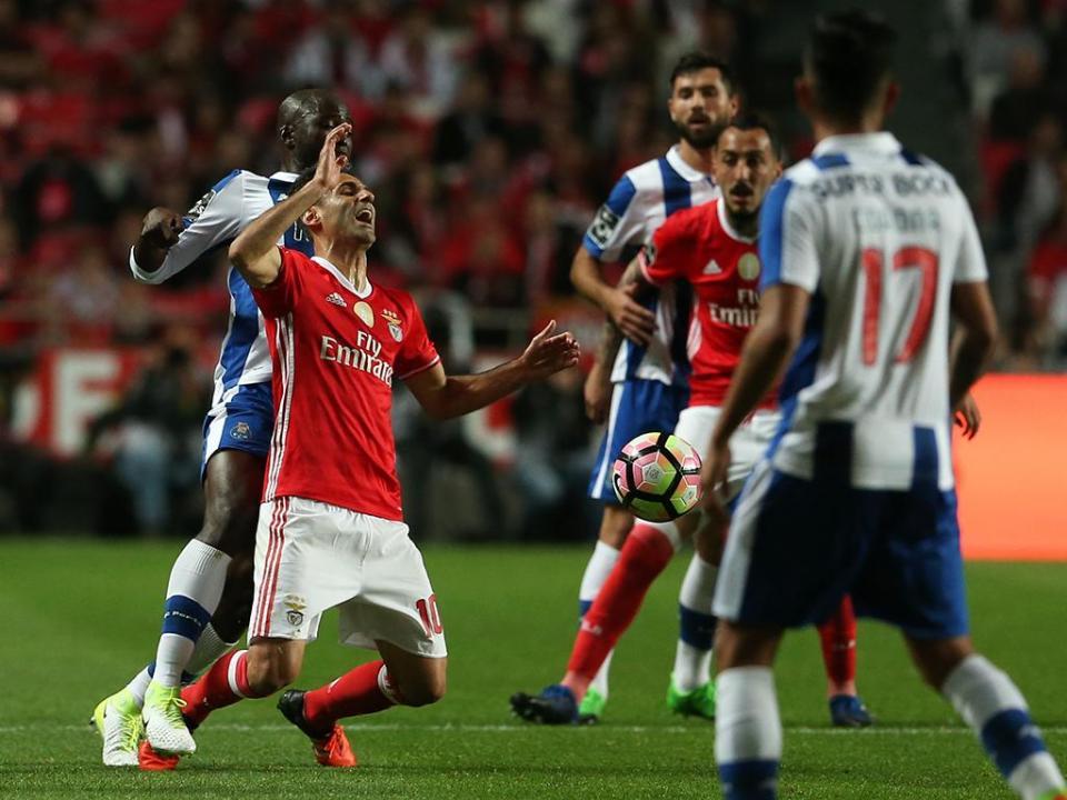 e053930876 Cinco pontos que fazem a diferença entre Benfica e FC Porto ...