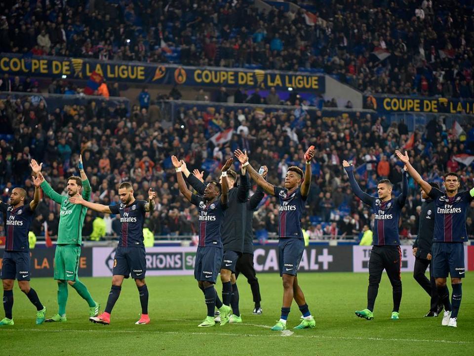 Taça de França: Guedes salta do banco em goleada do PSG