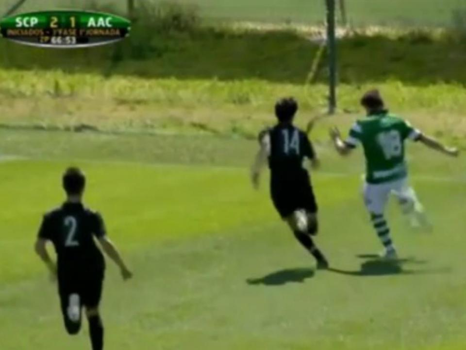 VÍDEO: iniciado do Sporting saltou do banco para fazer...isto!