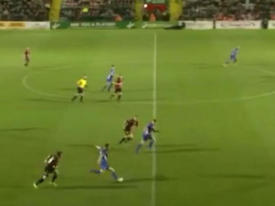 VÍDEO: quem não gosta de ver um golo do meio campo?