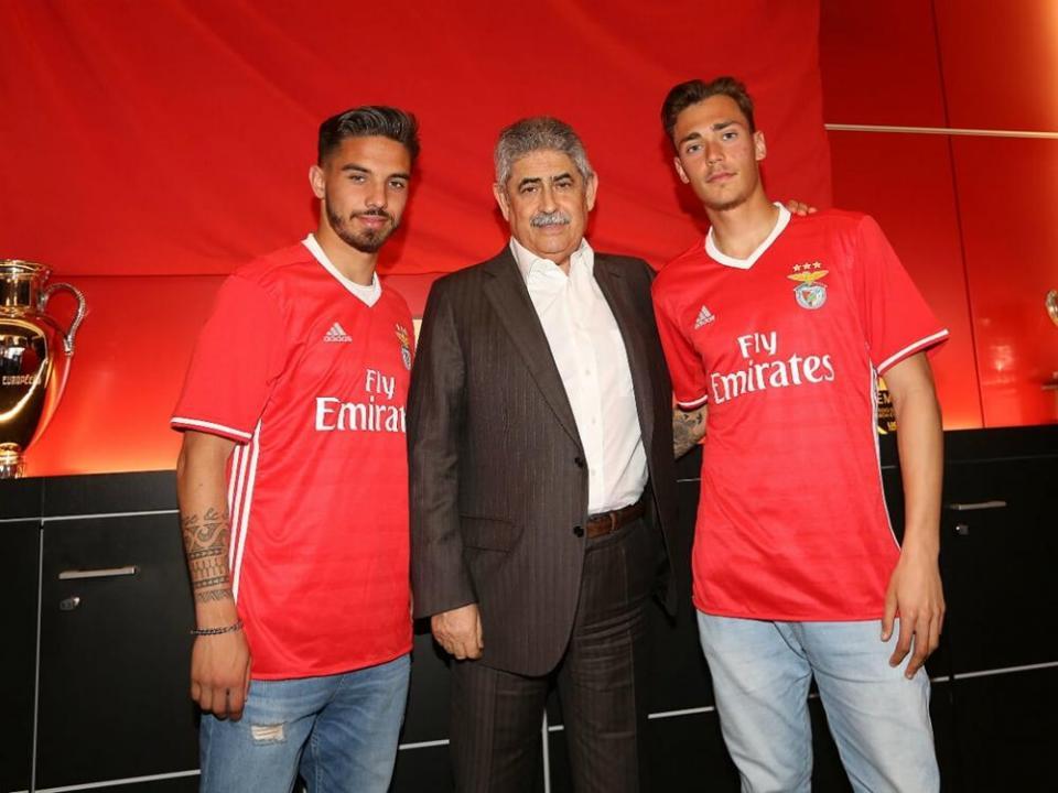 Benfica renova com dois laterais esquerdos da formação