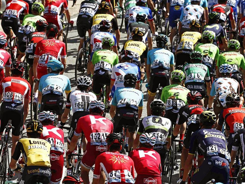 Vuelta: Geniez vence etapa, camisola vermelha muda de dono