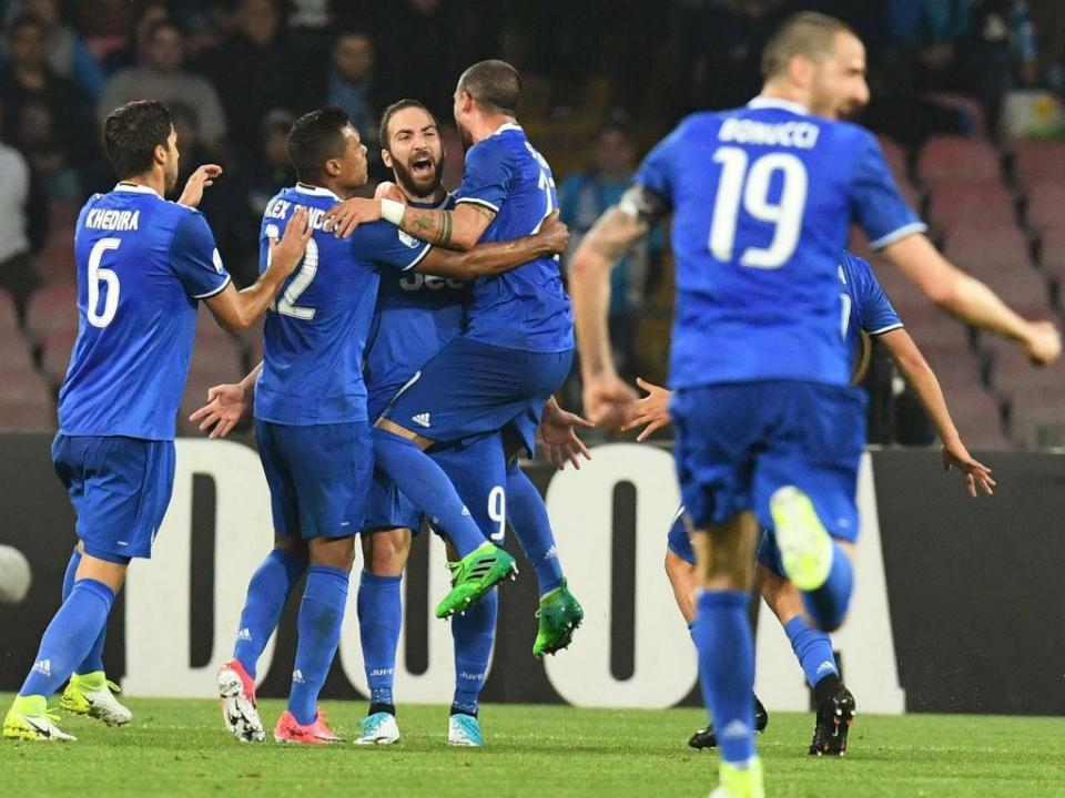 Taça Itália: Higuaín bisa em Nápoles na derrota saborosa da Juventus