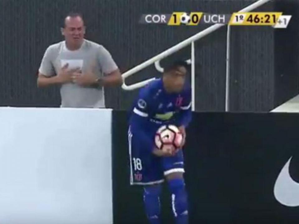 VÍDEO: Corinthians afasta apanha-bolas que simulou agressão