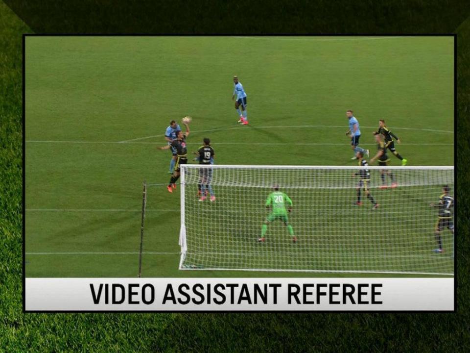 Austrália: penálti concedido por recurso ao vídeo-árbitro