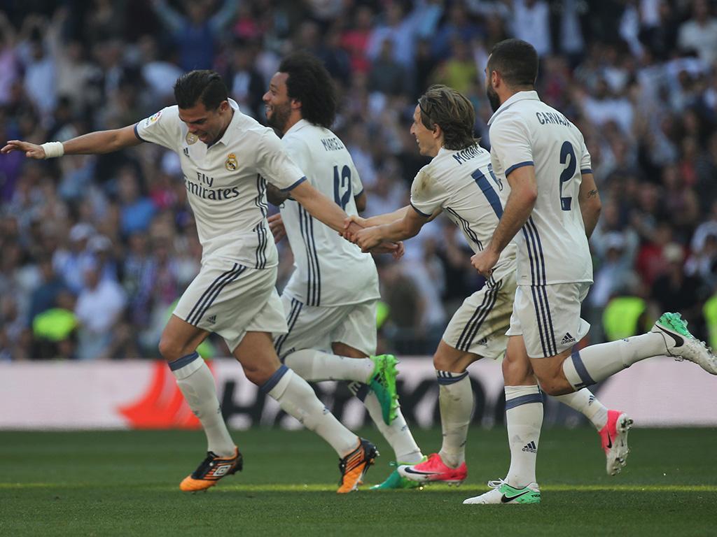 Real Madrid já definiu substituto de Pepe, diz jornal