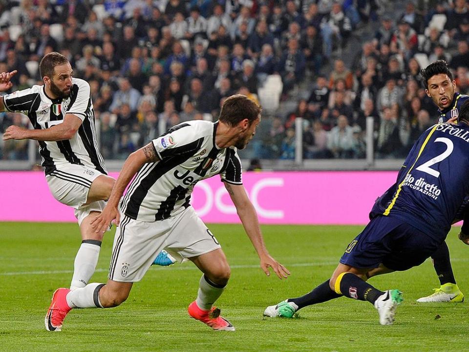 Itália: bis de Higuain aproxima Juventus do «hexa»