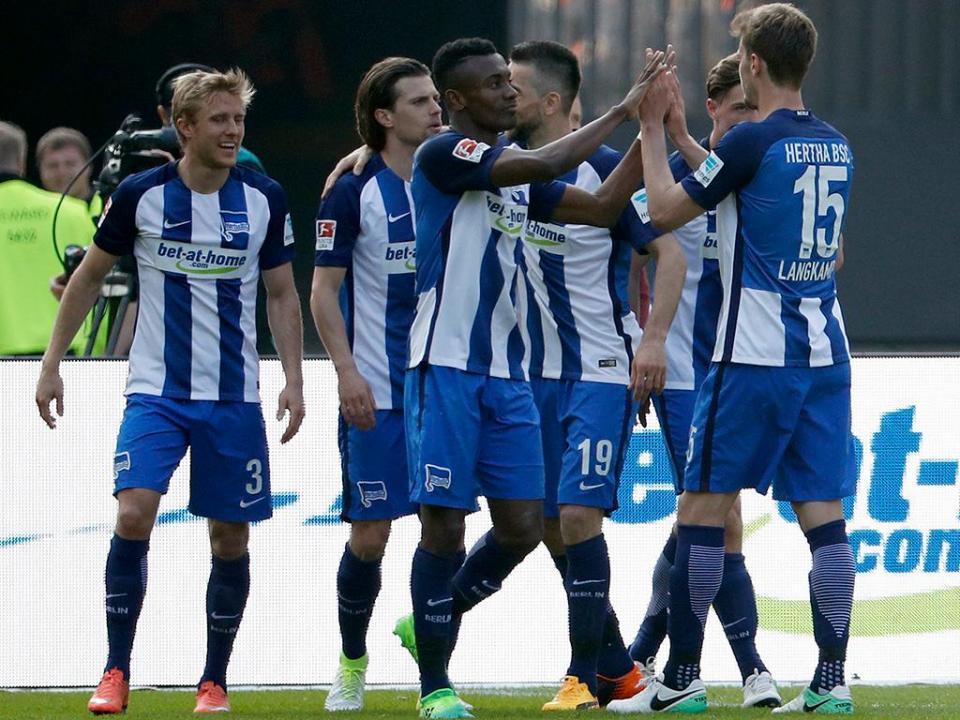 Alemanha: Hertha segura o quinto lugar frente ao Ausburgo