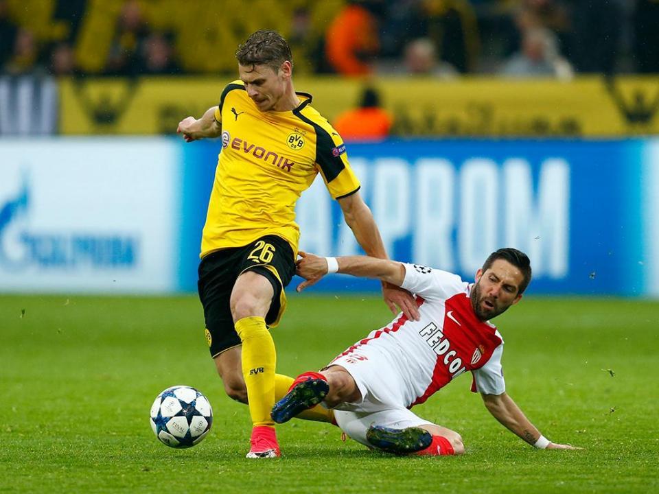 Borussia Dortmund renova com Piszczek