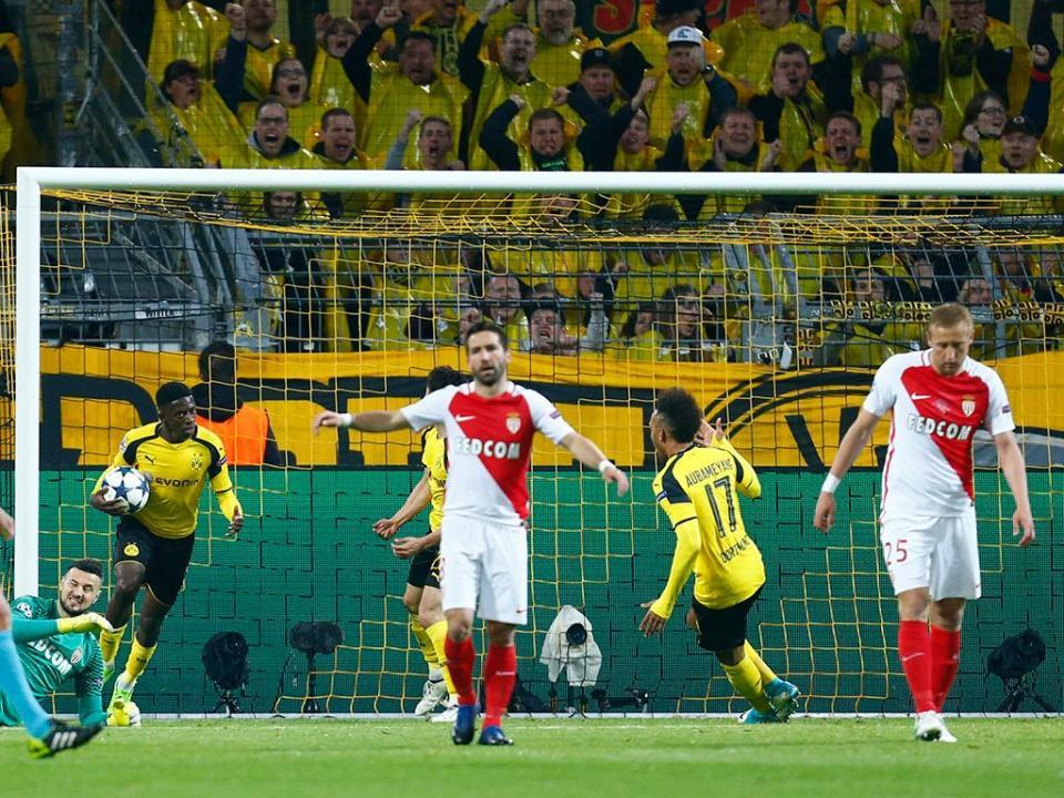 Dembélé distinguido como o estreante do ano na Bundesliga