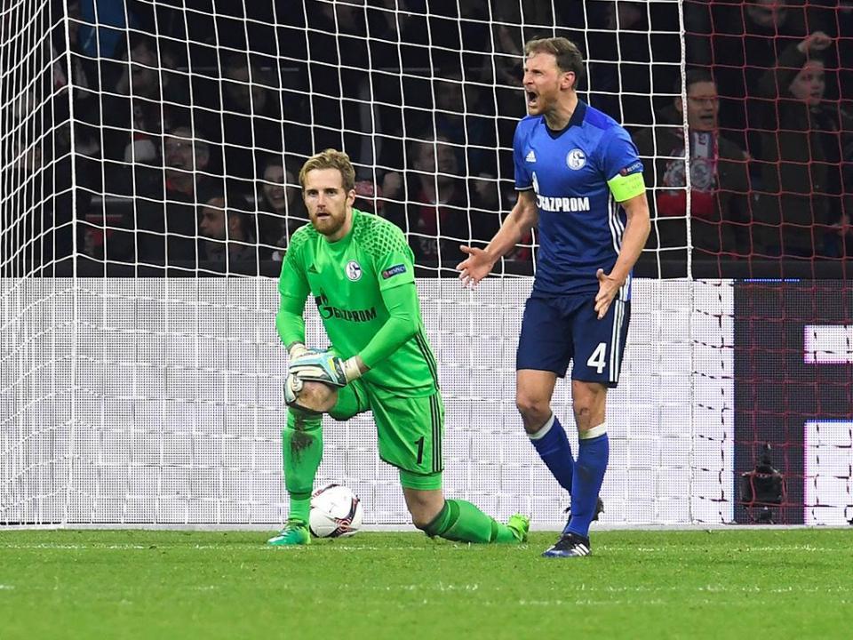 Schalke: Höwedes operado à virilha e fora das Confederações