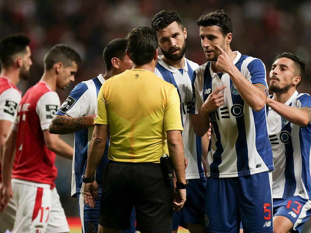 Yacine Brahimi, do FC Porto, suspenso por dois jogos