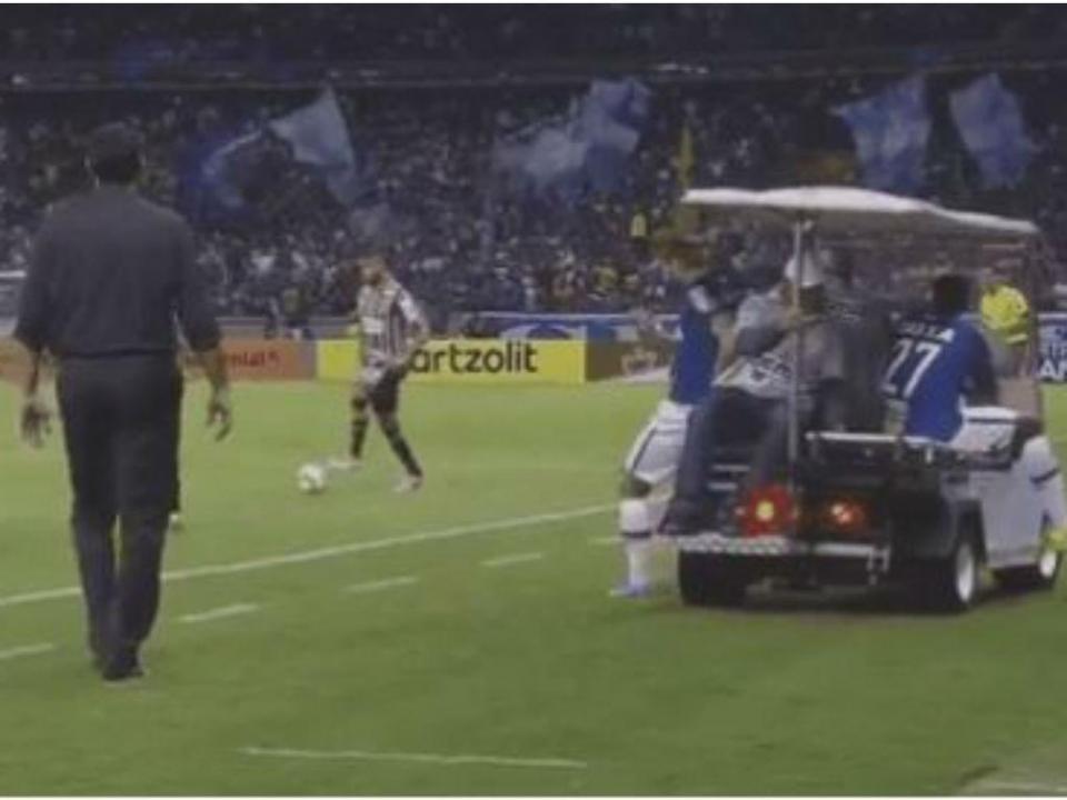 VÍDEO: Rafael Sóbis «choca» com carro-maca
