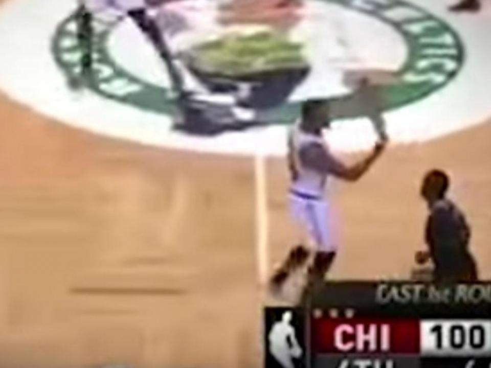 VÍDEO: multa de 25 mil dólares por gesto obsceno na NBA