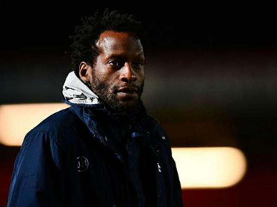 Treinador dos sub-23 do Tottenham sofre colapso durante treino