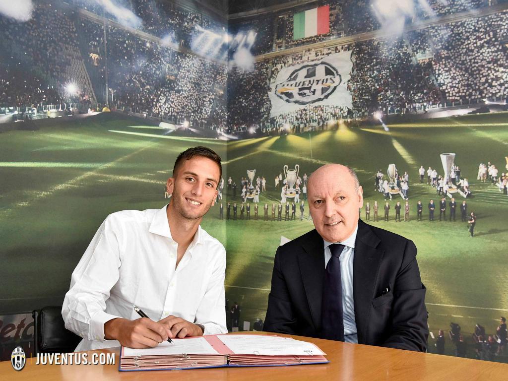 OFICIAL: Bentancur assina pela Juventus