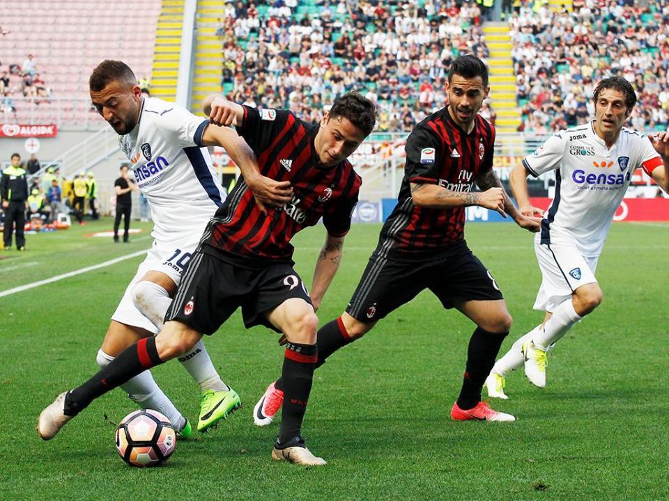 Itália: Milan segura posição europeia com golo a fechar