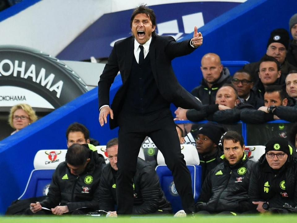 PL: Conte imita Mourinho e arrecada prémio de treinador do ano