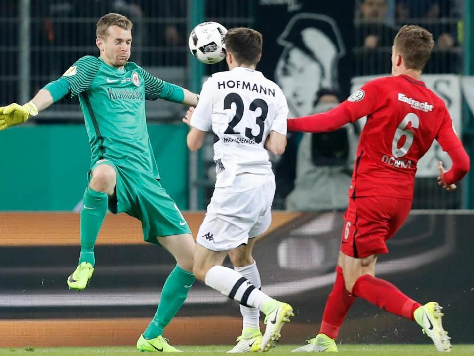 Alemanha: Hradecky assina pelo Leverkusen