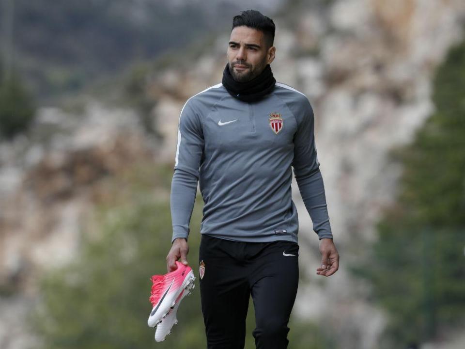 Falcao: «É um orgulho que o Milan me tenha em conta»