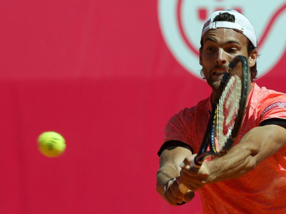 Ténis: João Sousa eliminado na primeira ronda de Genebra
