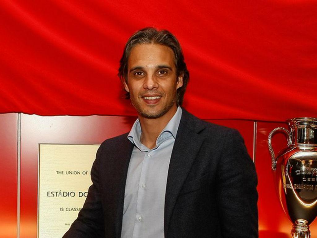 Nuno Gomes deixa o Benfica