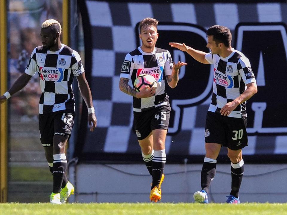 Boavista anuncia permanência de quinze jogadores