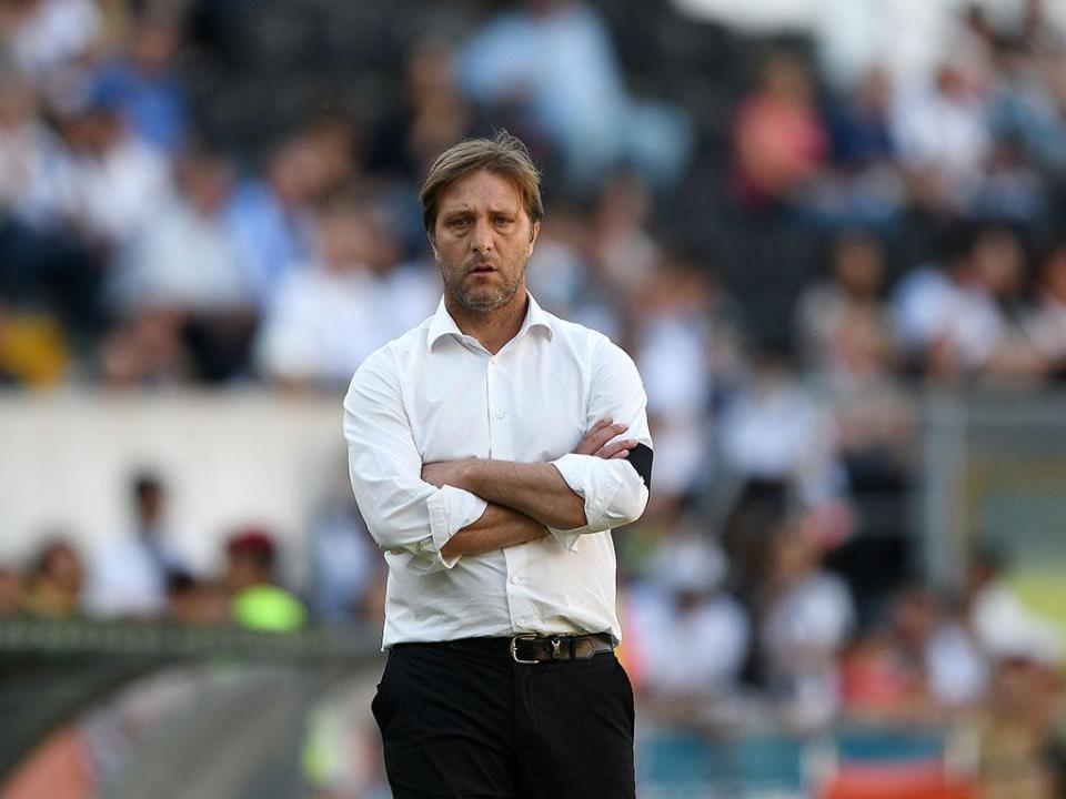 V. Guimarães: Pedro Martins chamou jovem lateral Alex Pinto