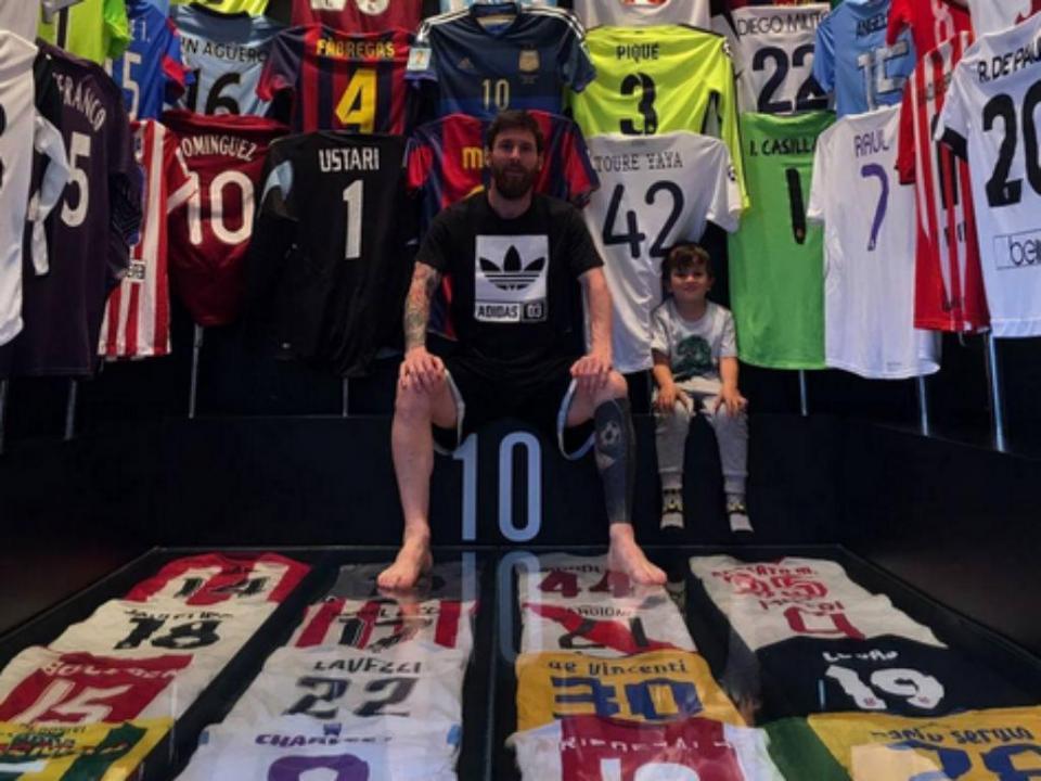 868c0a4338 Mário Sérgio «orgulhoso» por ver a sua camisola na coleção de Messi ...
