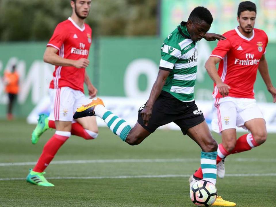 VÍDEO: Sporting B perde com penálti cometido...por um suplente