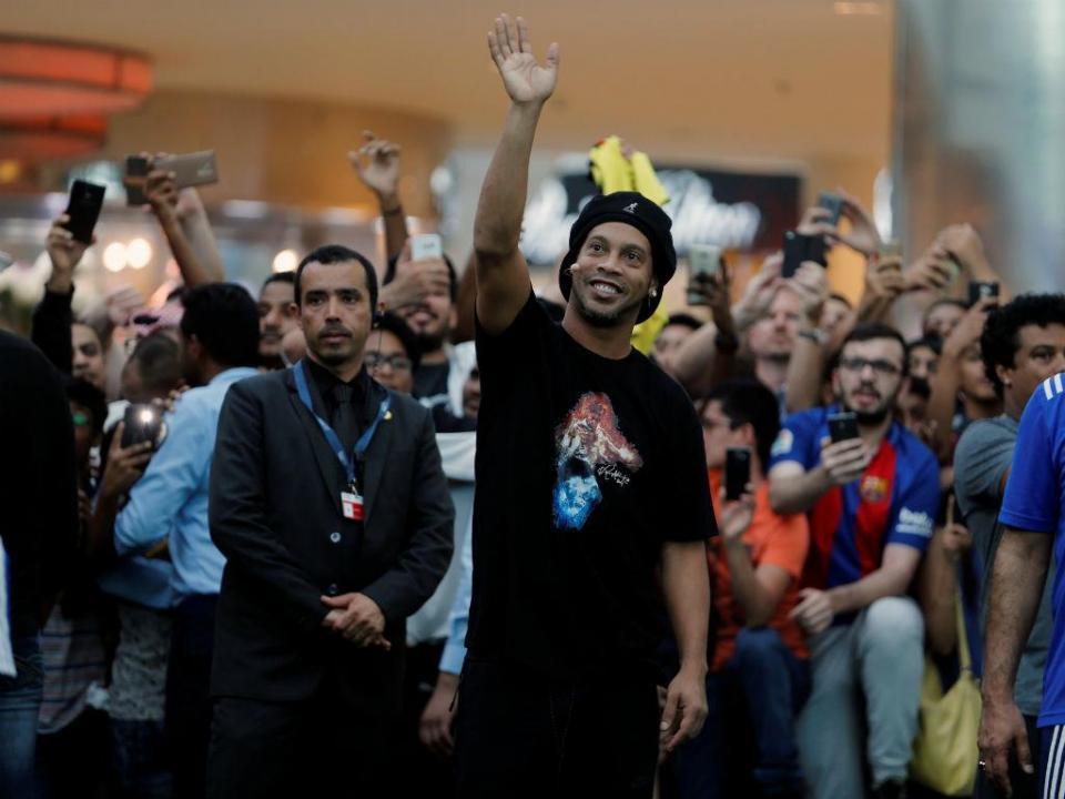 Ronaldinho acabou mesmo a carreira: «Ele parou, acabou»