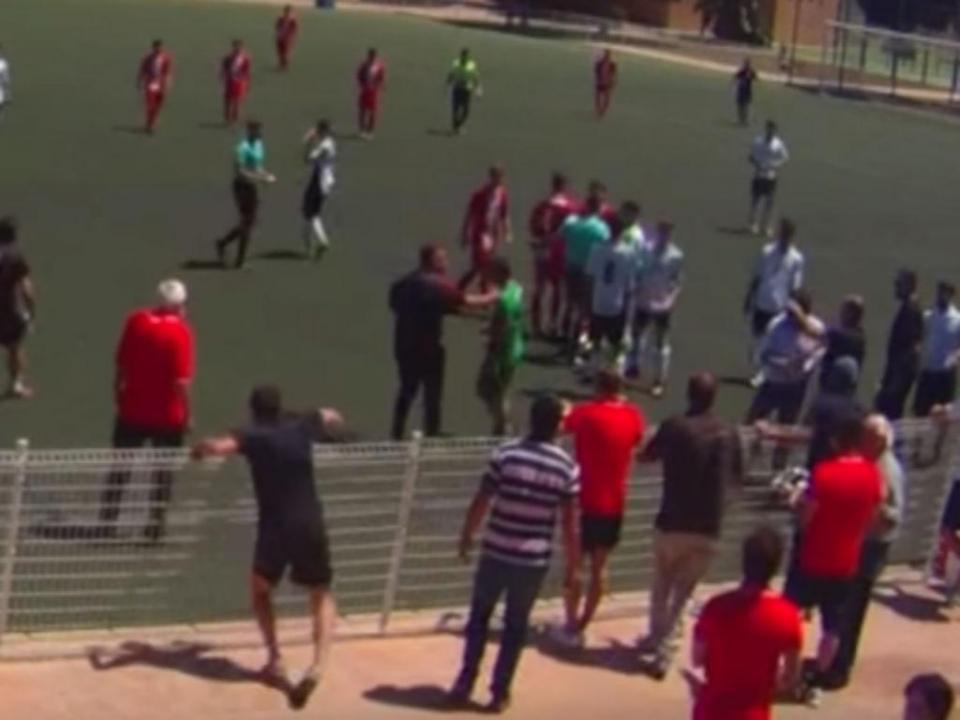 Espanha: juvenil falha penalti de propósito para evitar batalha campal (vídeo)
