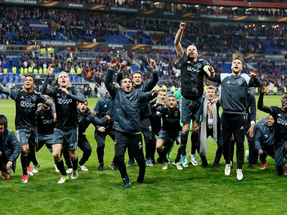 Holanda: Ajax humilha Feyenoord em Roterdão