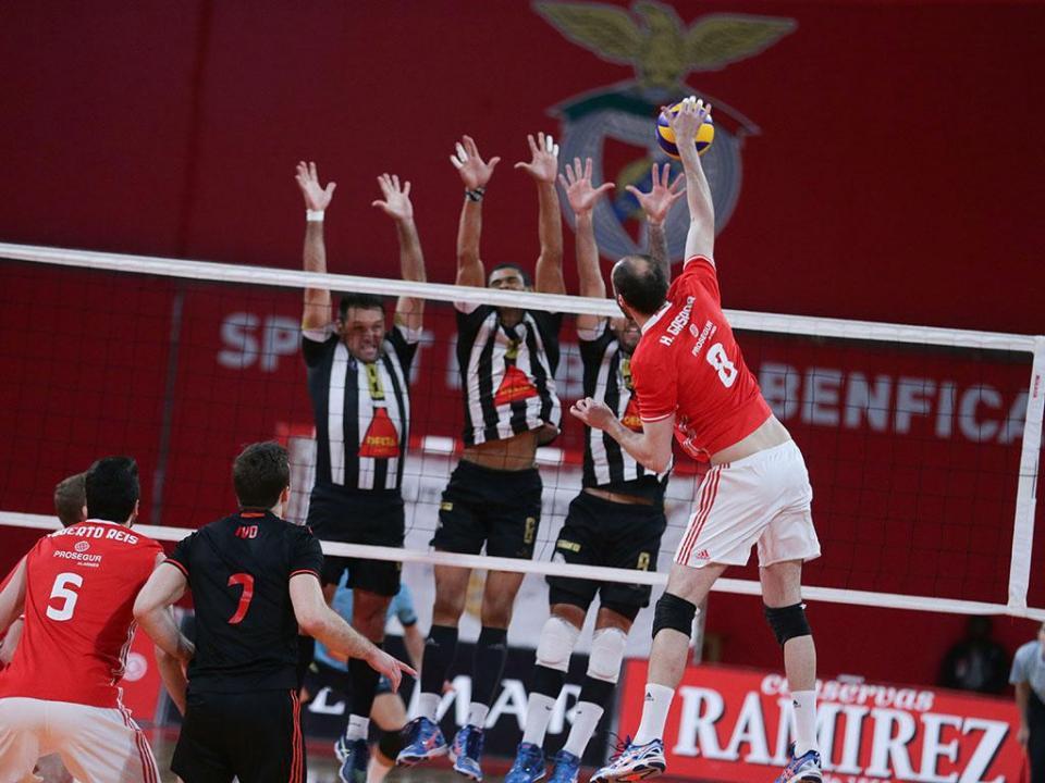 Voleibol: Benfica vence e mantém liderança, Sp. Espinho e Sporting por perto